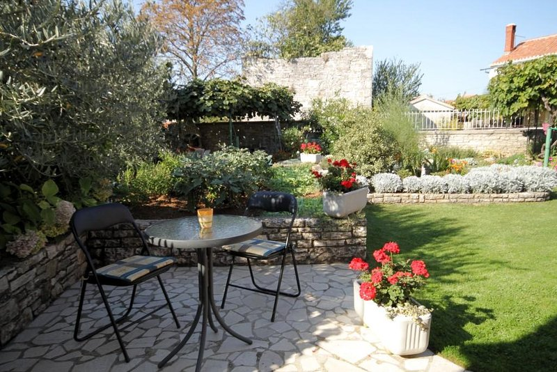 Burici Holiday Home Sleeps 2 with Air Con - 5467122, holiday rental in Kanfanar