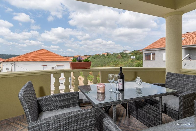 Cosino Apartment Sleeps 6 with Air Con - 5465499, holiday rental in Posedarje