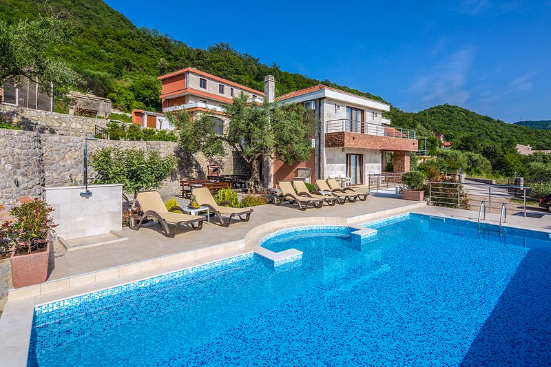 Tuzi Villa Sleeps 8 with Pool - 5814025, holiday rental in Krimovice
