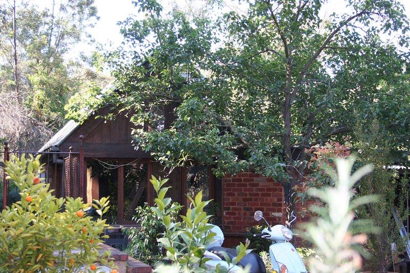Eltham quaint cottage, holiday rental in Manningham