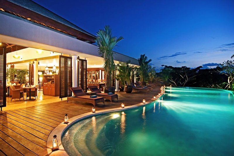G_Three-Bedroom Private Pool Villa with Free Benefits - Breakfast - Family, holiday rental in Bukit