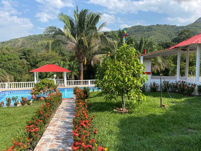 Villa Alexa. Rodeada de Naturaleza y aguas puras., holiday rental in Tolima Department