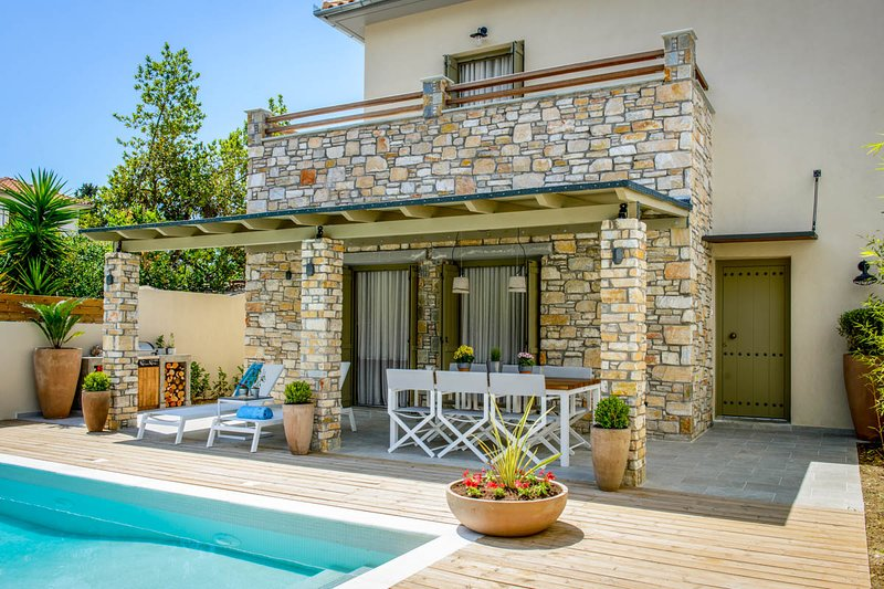 Kato Gatzea Villa Sleeps 6 with Pool and Air Con - 5826626, aluguéis de temporada em Ano Lechonia
