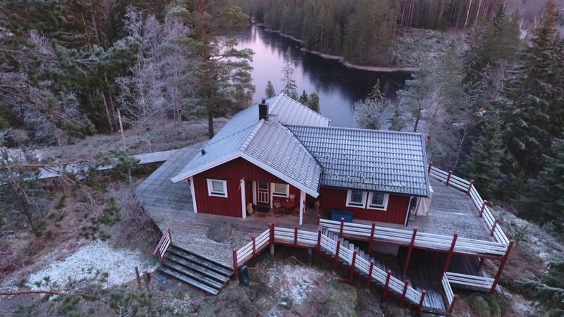 Exklusives Ferienhaus am See - Boot, Kanu, Pedelecs, Sauna und vieles mehr, holiday rental in Tived