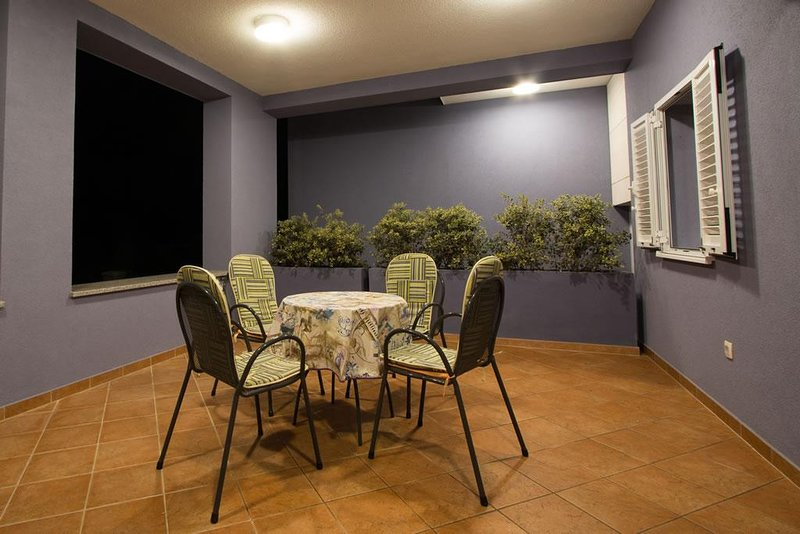 Verunic Apartment Sleeps 6 with Pool and Air Con - 5479685, holiday rental in Soline