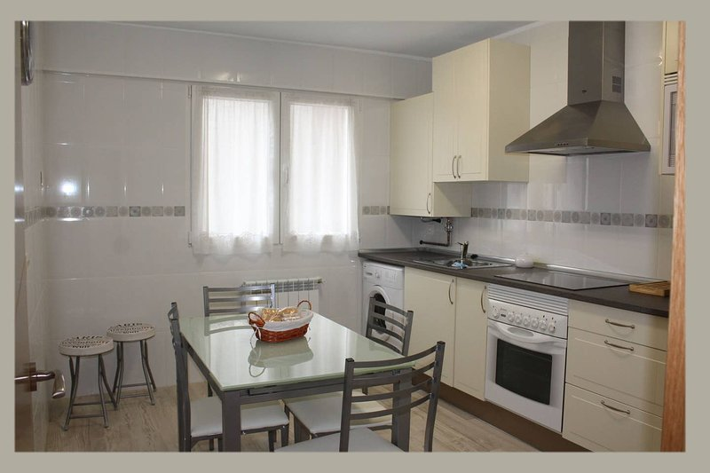Amazing apartment in Oviedo & Wifi, holiday rental in Mieres