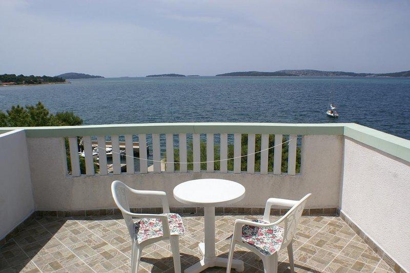 Brodarica Apartment Sleeps 3 with Air Con - 5462508, holiday rental in Krapanj