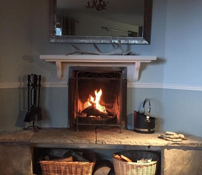 Fagus Lodge: 3 bedroom newly refurbished house with decking and open fire, vacation rental in Acharacle