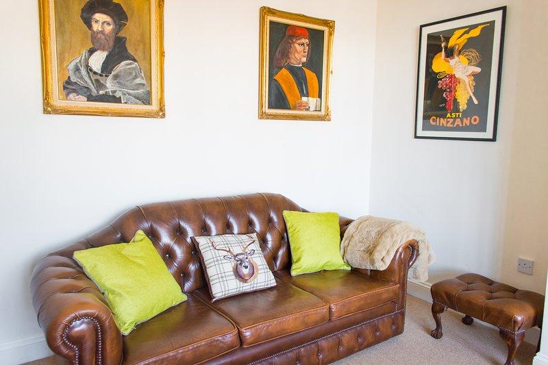 Grand Two Bedroom Apartment With Parking | Walking Distance To City Centre, location de vacances à Saxlingham Nethergate