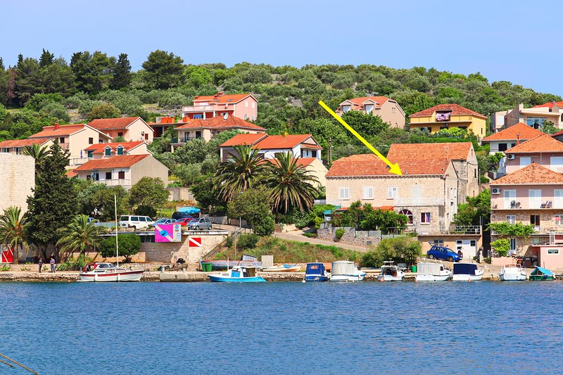 Seaside Apartment Franica - Two-Bedroom Apartment with Terrace and Sea View, holiday rental in Vela Luka