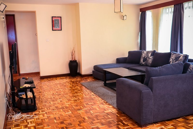 Cosy 3 Bedroom Fully Furnished Serviced Apartments, holiday rental in Nairobi
