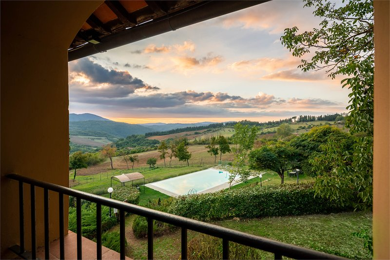 Apartment with pool up on the Florence hills, holiday rental in Pratolino