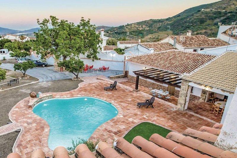 Big villa with swimming-pool & Wifi, alquiler vacacional en Periana