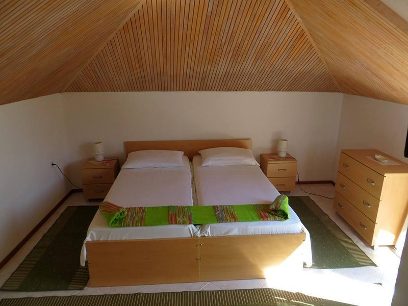 Jelsa Apartment Sleeps 2 with Air Con - 5470413, casa vacanza a Pitve
