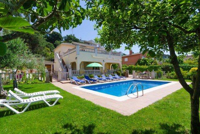 Lloret de Mar Villa Sleeps 12 with Pool and Free WiFi - 5509147, location de vacances à Mont Barbat