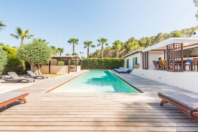 Tropical Oasis Villa in a magical forest ⭐⭐⭐⭐⭐, location de vacances à Roca Llisa
