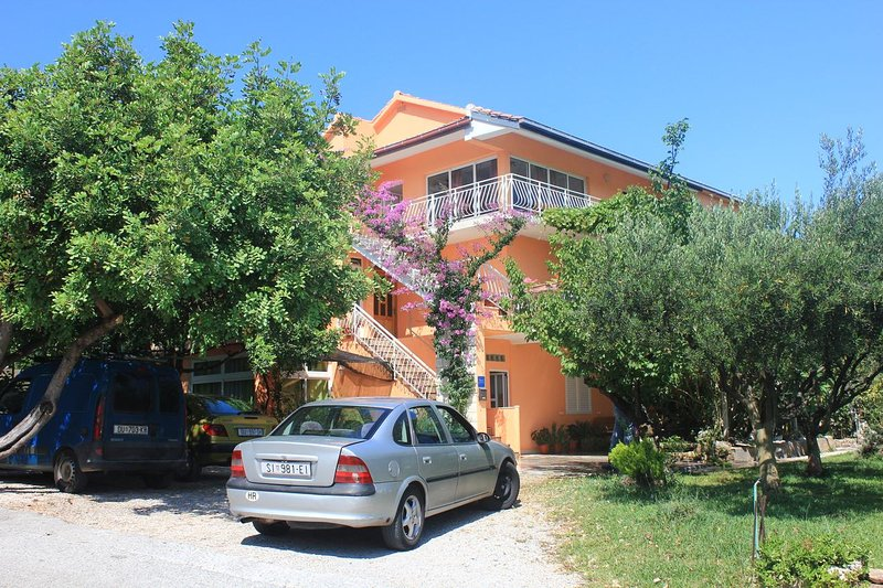 Orebic Apartment Sleeps 3 with Air Con - 5459635, vacation rental in Stankovici