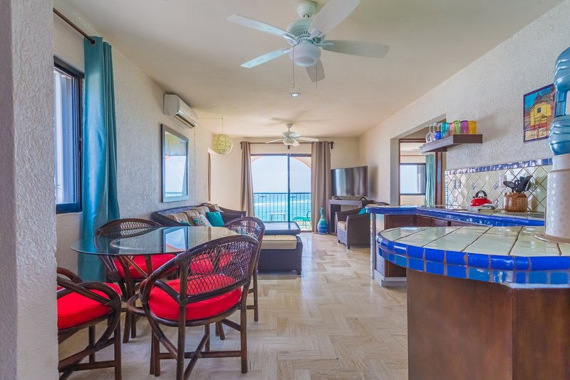 Mar Y Cielo, 2BR, 2BA,  Dazzling View, Snorkeling, holiday rental in Isla Mujeres