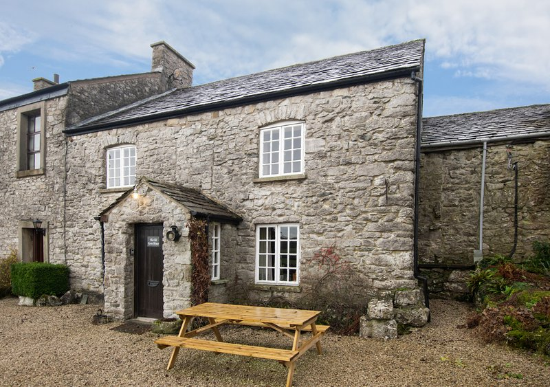 The Old Farmhouse, holiday rental in Holme