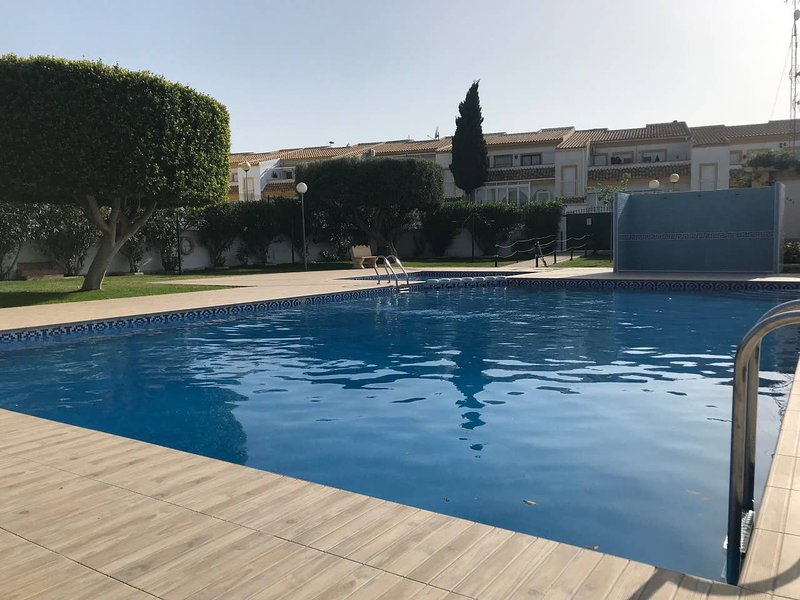 Nice apartment with shared pool, location de vacances à Monte Faro