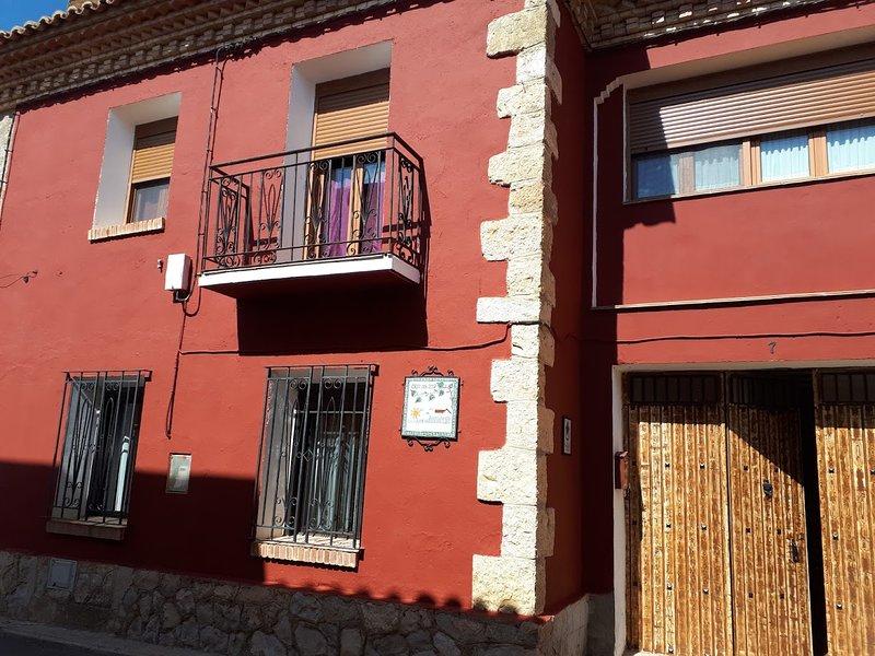 Amazing house with garden & balcony, alquiler vacacional en Gea de Albarracín