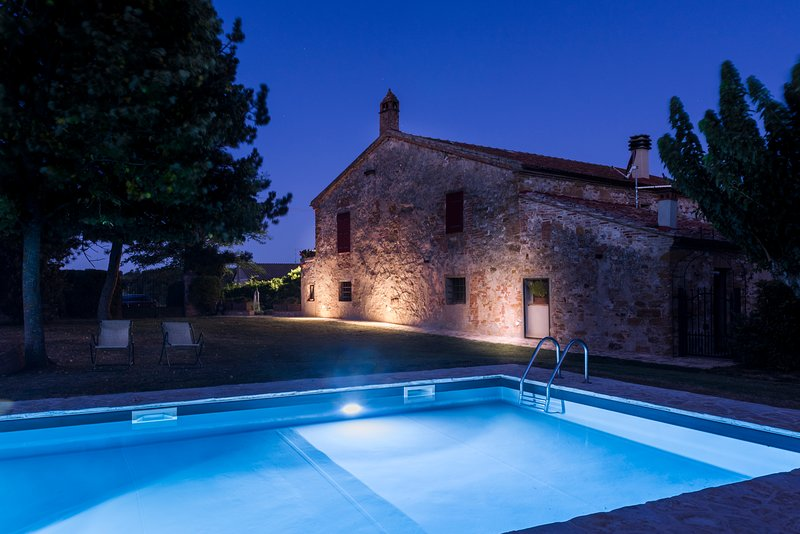 Beautiful cottage 2/9 people with pool, near Siena, alquiler vacacional en Castelmuzio