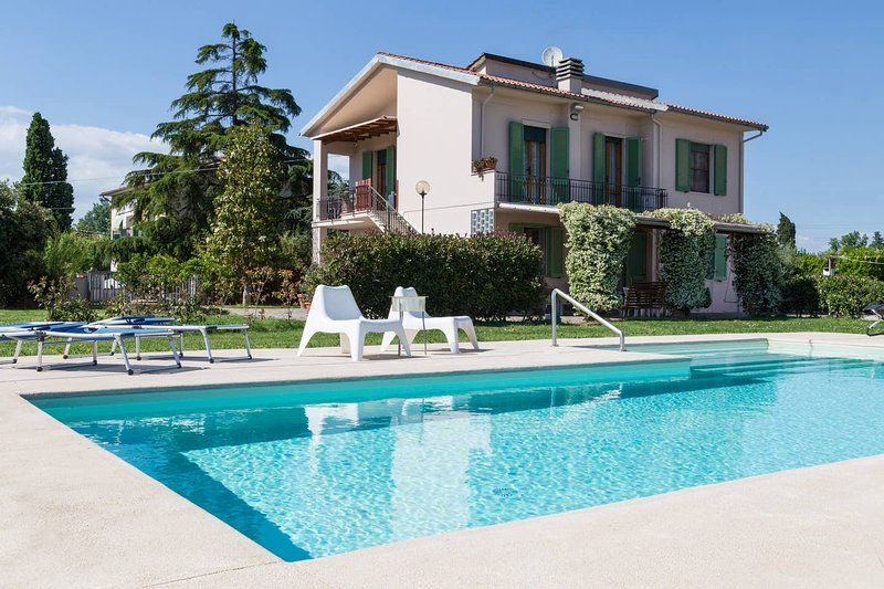 Nice apartment with shared pool, vacation rental in Castelfranco di Sotto