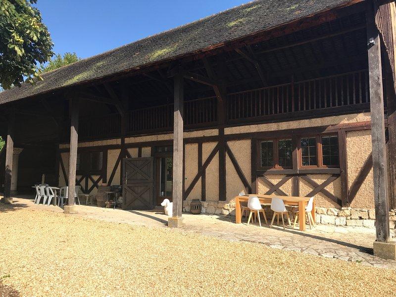GITE L'ARGILLIERE AVEC PISCINE ET TENNIS, location de vacances à Saint-Lubin-de-la-Haye