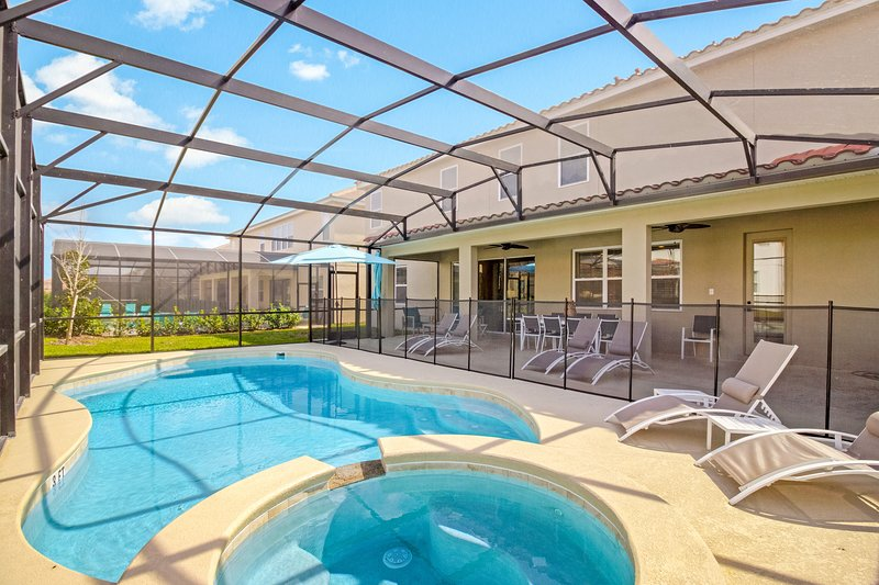 Dog-friendly resort home w/ pool, spa & theater/game room - clubhouse nearby!, holiday rental in Loughman