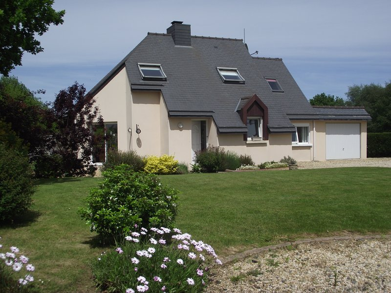 Modern Luxury Gite, holiday rental in Pommerit-le-Vicomte
