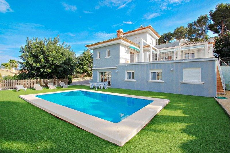 Gema - pretty holiday home with private pool in Calpe, alquiler vacacional en La Llobella