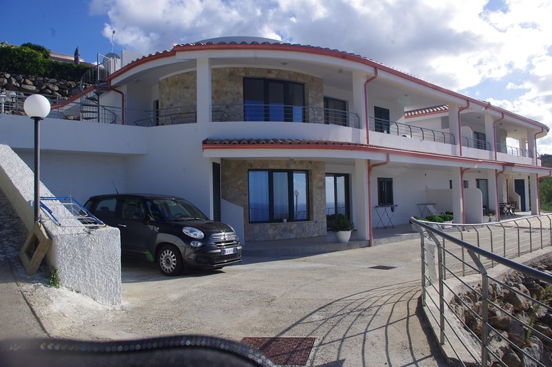 villa intera, holiday rental in Filandari