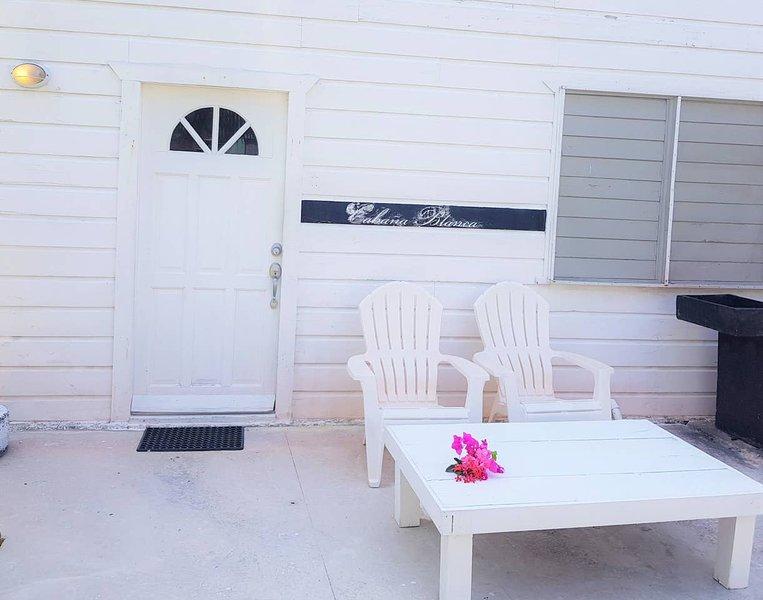 Cabana del Sol Naciente at the The French Lady Guesthouse, aluguéis de temporada em Caye Caulker