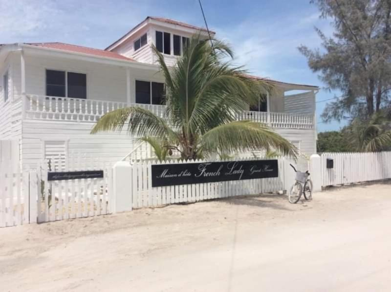 The French Lady Guesthouse, alquiler de vacaciones en Caye Caulker