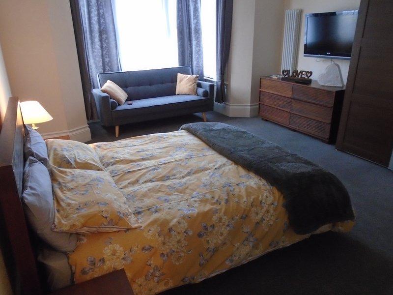 Double room with en-suite, fridge, bicycle store & private garden & beach views, location de vacances à Margate