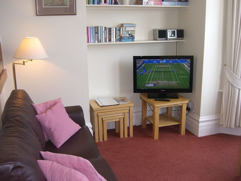 Stavordale House Flat 3 - Spacious High Quality Apartment With Private Parking, casa vacanza a Weymouth