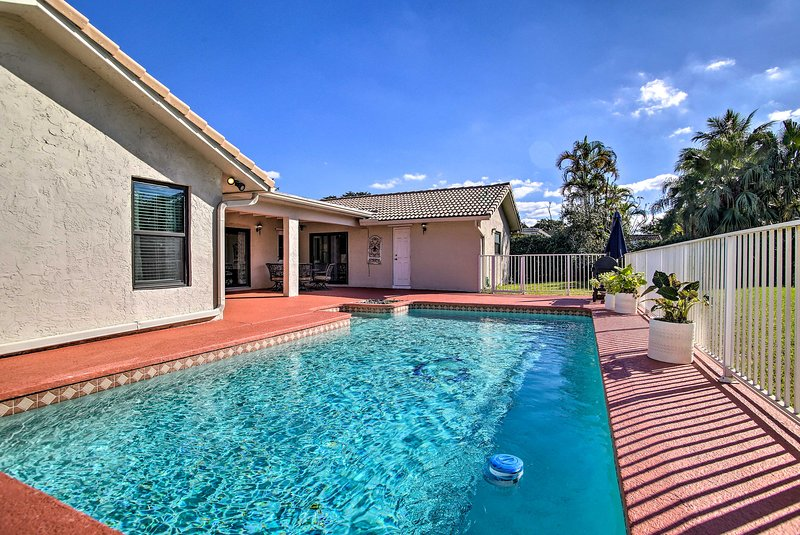 Coral Springs Home w/ Proximity to Golf & Beaches!, location de vacances à North Lauderdale