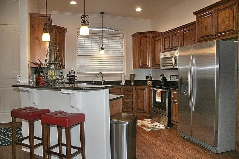 Luxurious Comfort w/ Lake View, Indoor Pool near SDC, holiday rental in Galena