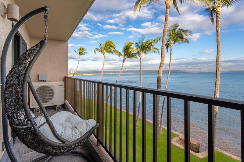 Spectacular luxury oceanfront condo, holiday rental in Maalaea