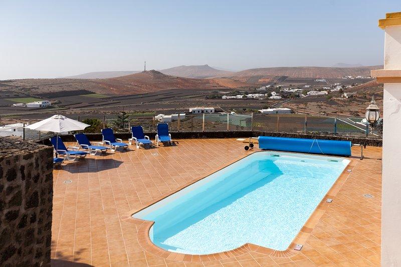 Finca Bellavista, alojamiento de 2 a 12 personas, location de vacances à Teguise