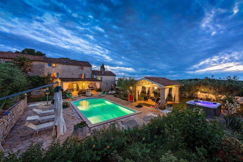 Villa Mekisi swimming pool surrounded by Nature Porec Paradise, alquiler vacacional en Vranje Selo