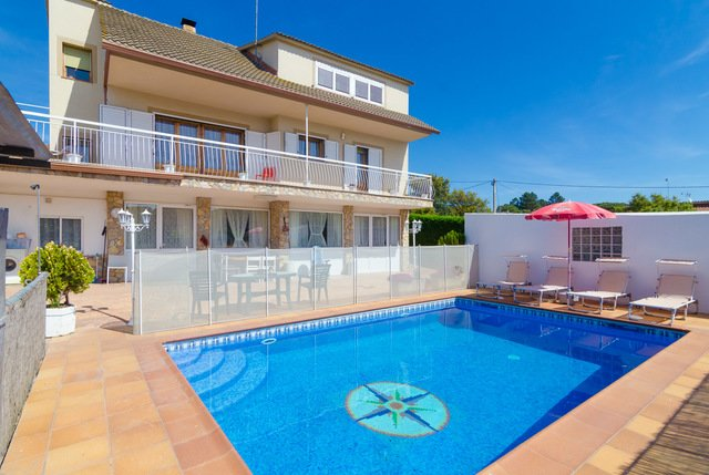 Santa Ceclina Villa Sleeps 8 with Pool and Free WiFi - 5509416, holiday rental in San Andres Salou