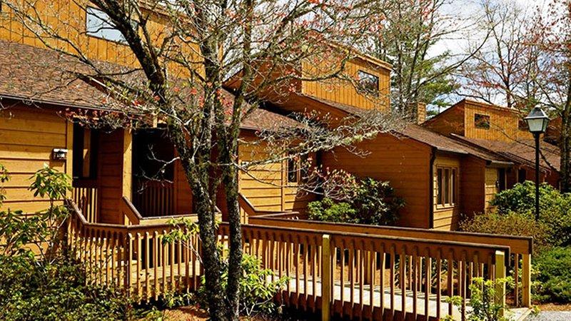 Cozy 1 Bedroom Near Sapphire Valley Ski Area w/ Resort Indoor Pool., WiFi & More, holiday rental in Sapphire