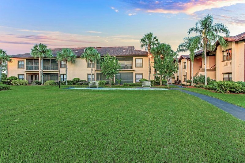 Family-Friendly Condo w/ Complex Outdoor Pool, WiFi, Playground & More!, vacation rental in Poinciana