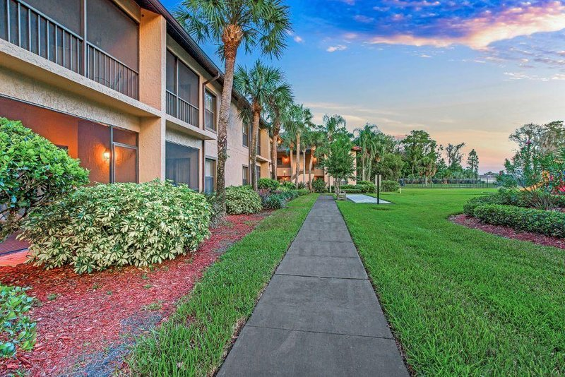 Comfy Condo w/ Complex Outdoor Pool, WiFi, Playground & More!, vacation rental in Poinciana