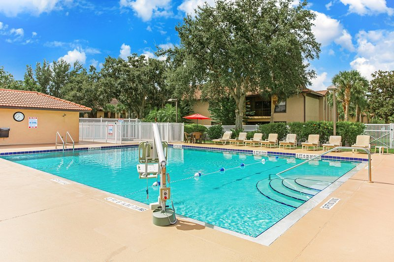 Cozy Studio w/ Complex Outdoor Pool, WiFi, Playground & More!, vacation rental in Poinciana