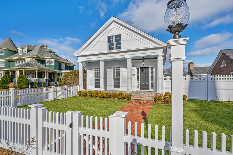 530 Route 28 Harwich Port Cape Cod ~ The Pineapple House, vacation rental in Harwich Port