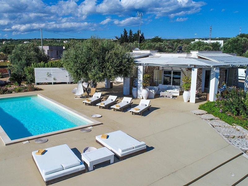 Marina di Felloniche Villa Sleeps 8 with Pool Air Con and WiFi - 5830675, holiday rental in Marina di Felloniche