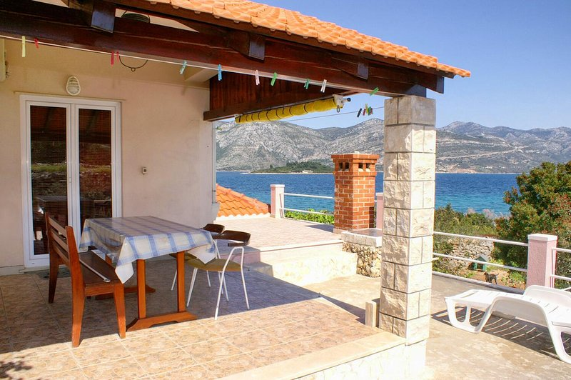 Kneza Apartment Sleeps 6 with Air Con - 5458960, holiday rental in Pupnat