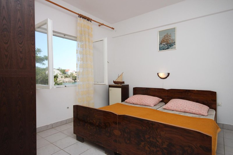Stanisce Apartment Sleeps 4 with Air Con - 5459039, vacation rental in Potocnica